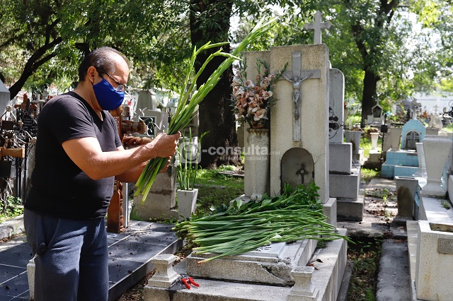 Rigurosa vigilancia en panteones capitalinos por Día de Muertos