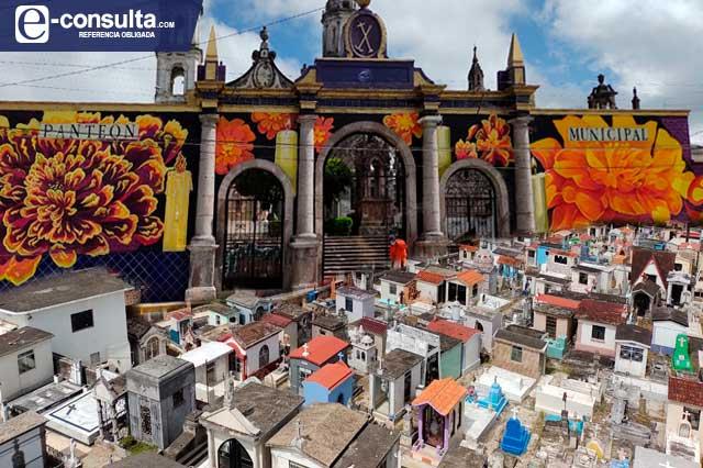 Panteones de Teziutlán reciben visitantes este Día de Muertos