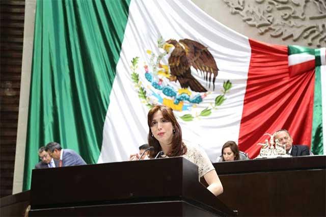 Paola Galico denuncia que un diputado del PRI la amenazó de muerte