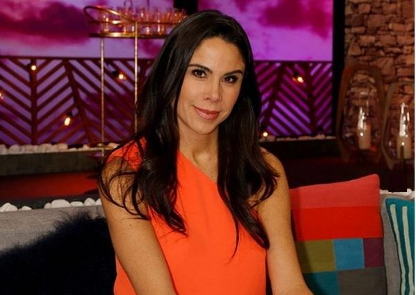 ¿J Balvin quedó enamorado de la periodista Paola Rojas y la invitó a salir?