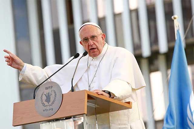 Lamenta el Papa que sea más fácil conseguir un arma que comida