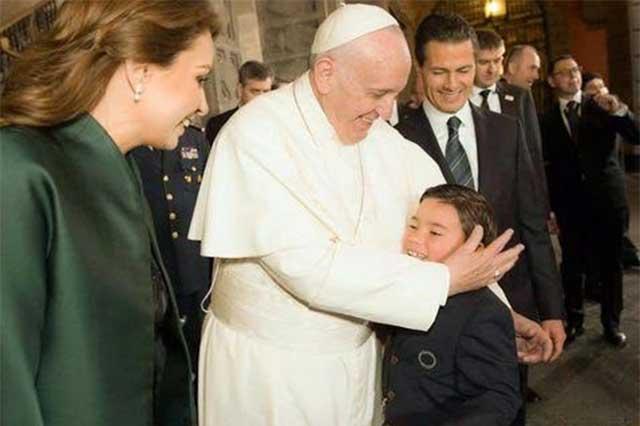 Critica Arquidiócesis la feroz vigilancia a la que sometieron al Papa