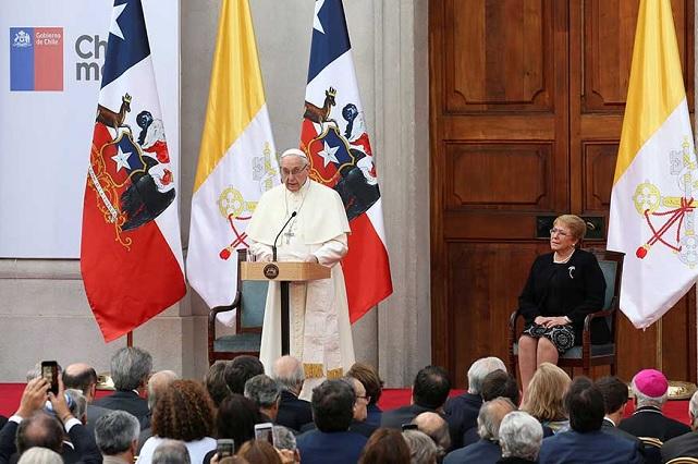 Papa pide perdón en Chile por los abusos sexuales que han cometido sacerdotes