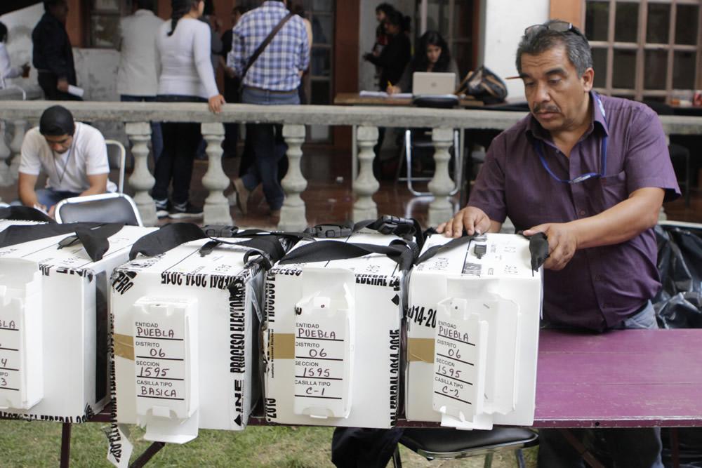 Con personal de TEPJF y Ejército trasladan  paquetes electorales