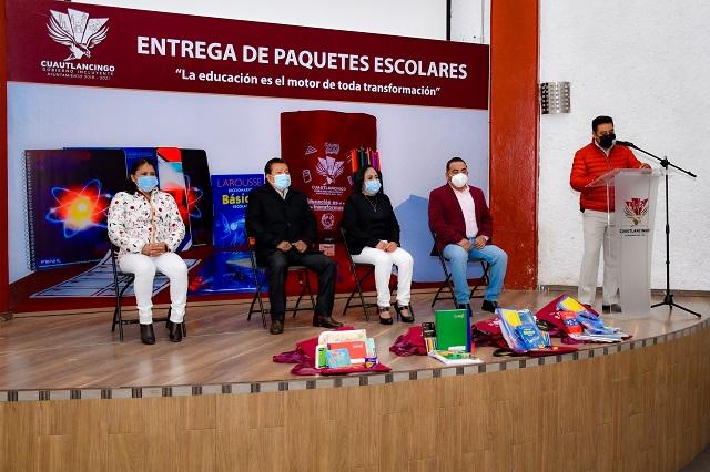 Arranca Lupita Daniel entrega de paquetes escolares en Cuautlancingo