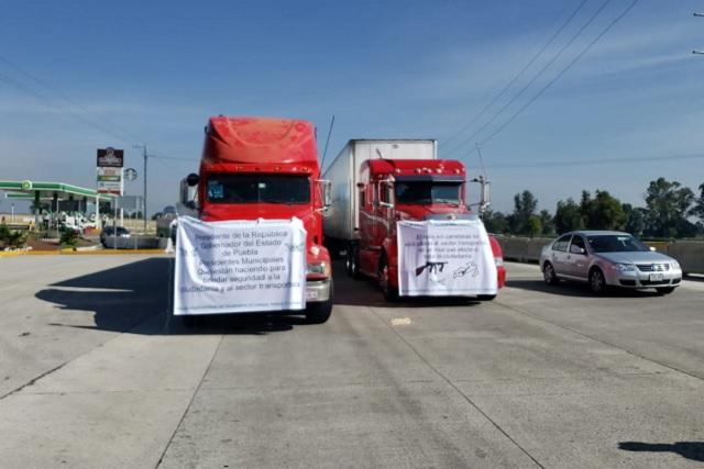 Paralizan transportistas autopista México- Puebla; exigen seguridad