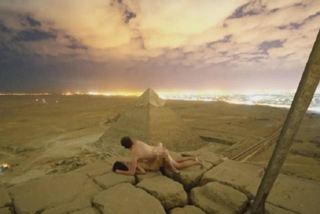 Indigna video sexual de una pareja en pirámide de Egipto