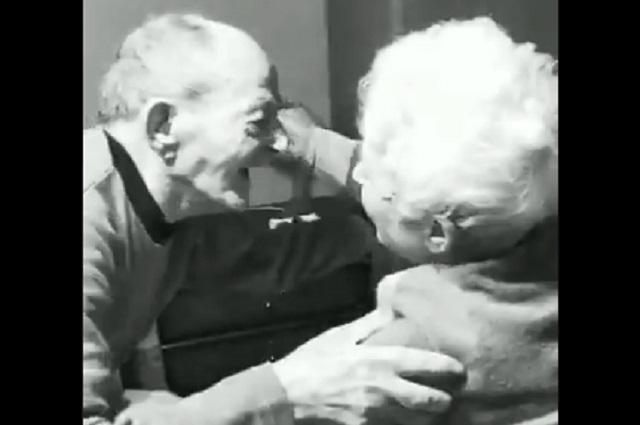 Emotivo reencuentro de pareja de ancianos se vuelve viral