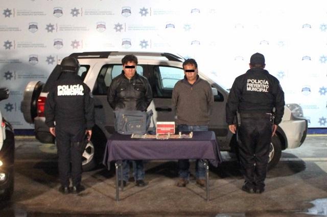 Atrapan a 2 asaltantes de negocios en Cuautlancingo