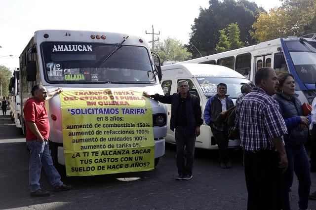 Ni aumentos ni marchas, acuerdan SIMT y transportistas