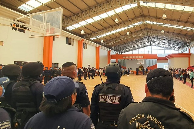 Acusan falta de pago de aguinaldo policías de Ajalpan