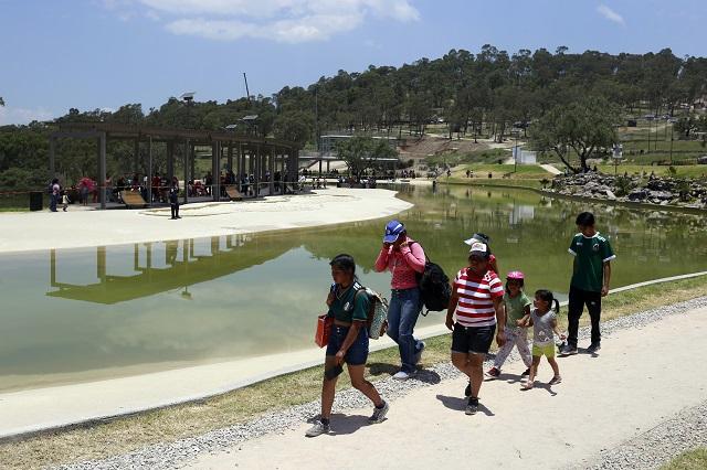 Libra el colapso la playa de Amalucan en Sábado de Gloria