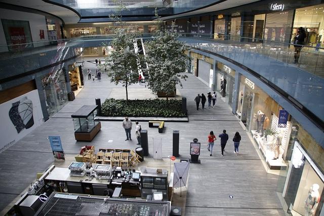 Sin abrir, 250 locales de plazas comerciales por falta de código QR