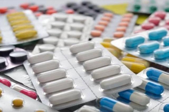 Industria se resiste a bajar precio de medicinas que vende al gobierno