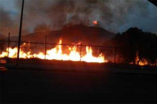 Se incendian pastizales que rodean al Reclusorio Norte