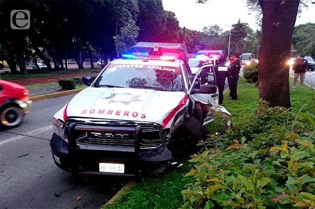 Bombero pierde el control y choca patrulla estatal frente al Cenhch