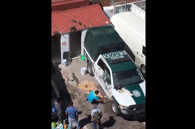 Castigarán a policía que pintó patrulla en taller de la Del Valle