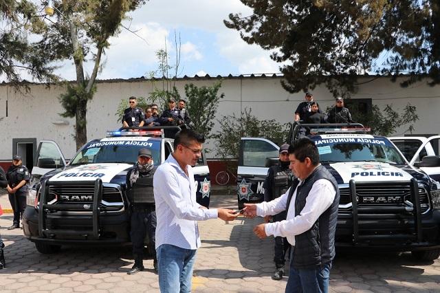 Para seguridad, edil de Quecholac entrega dos nuevas patrullas