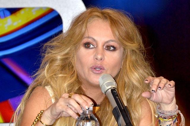 Acusan de falta de ética a Paulina Rubio y le cancelan presentación