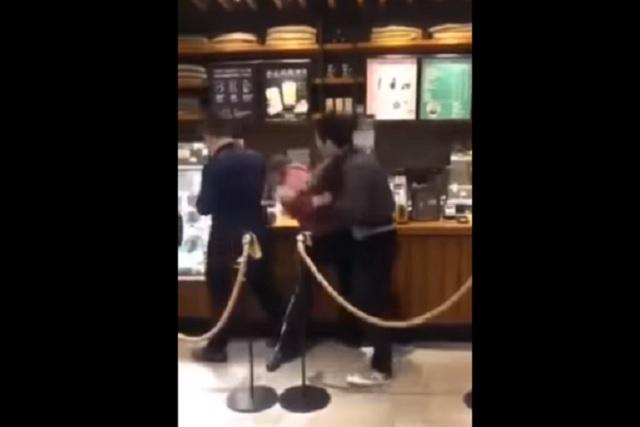 Starbucks lanzó tazas de gatito y la gente está peleando a golpes por conseguirlas