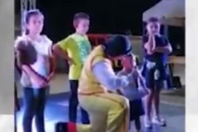 Video: Niño dice que salió guapo como el amigo de su papá y es viral