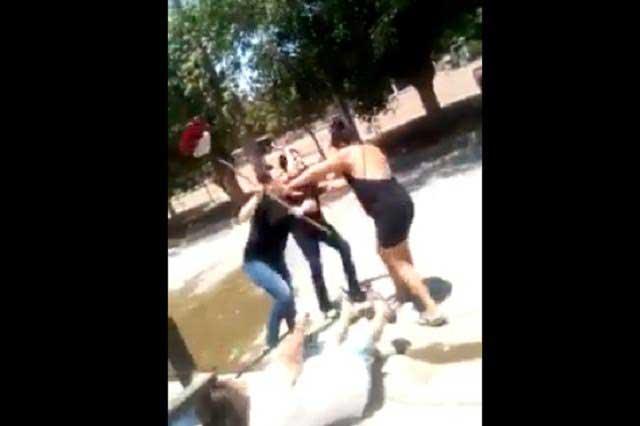 Batalla campal: Graban pelea de mujeres que luchan a escobazos