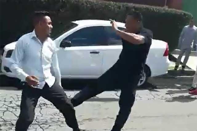 Captan en vídeo pelea entre taxista y bombero de Puebla