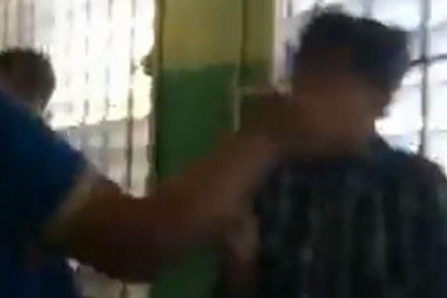 Video: Maestra y su alumna protagonizan feroz combate en salón de clases