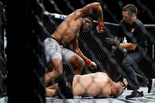 Triste regreso de Caín Velázquez a la UFC
