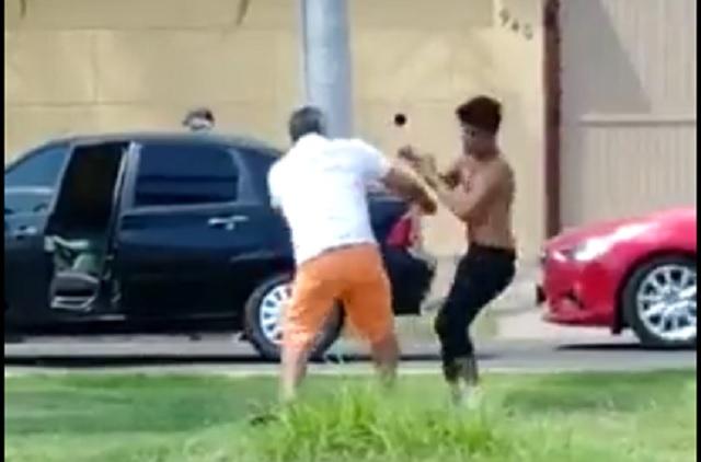 Video: limpiaparabrisas pelea con conductor y lo noquea