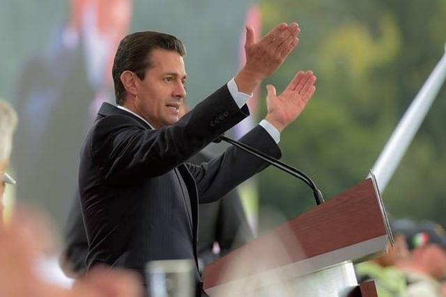 Niña golpea a Peña Nieto con poema del huachicol y corrupción