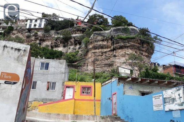 ¡Aguas con el peñón!, advierten vecinos del cerro de San Miguel