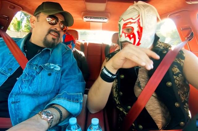 Pepe Aguilar muestra al Escorpión Dorado el barrio donde vive en EU