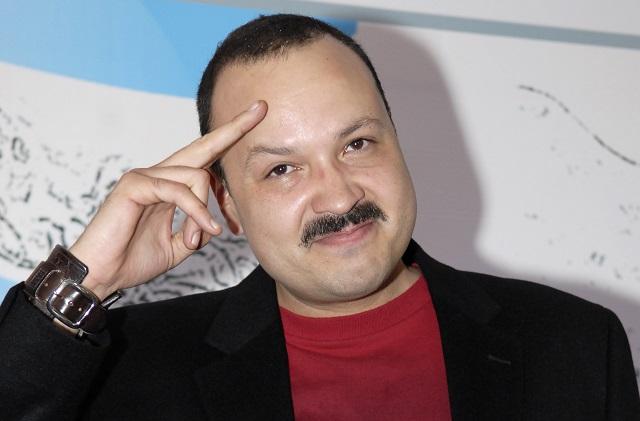 Pepe Aguilar responde a noticiero que lo confundió con José José