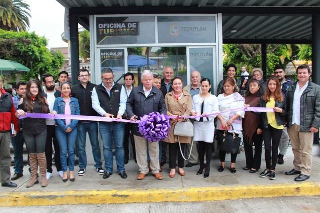 Carlos Peredo inaugura módulo de turismo en Teziutlán