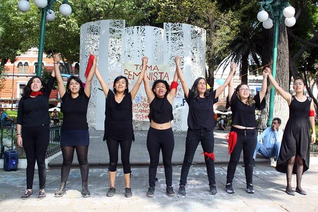 Protestan poblanas contra acoso en las aulas