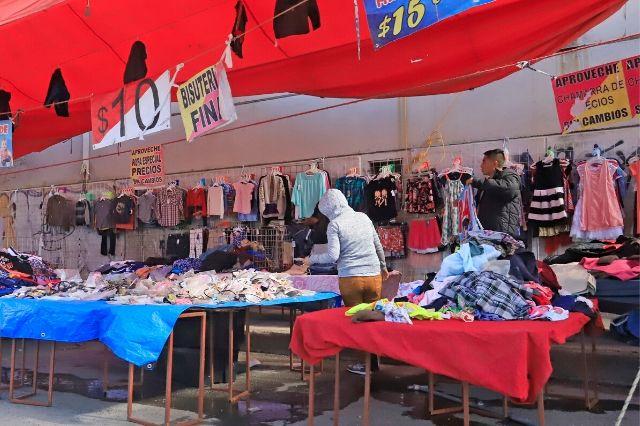Ignoran la pandemia tianguis de la periferia de Puebla
