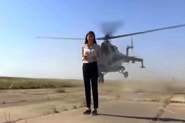 Helicóptero roza a reportera y casi la decapita