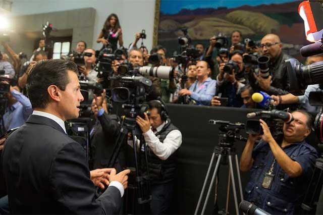 Periodistas exigieron justicia ante EPN y el Estado Mayor les tomó fotos