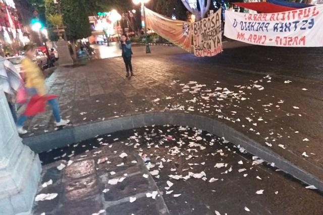 En plantón del zócalo poblano activistas denuncian intimidación