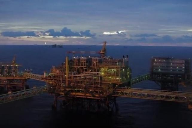 Gobierno acepta que hay buques petroleros que no han podido descargar