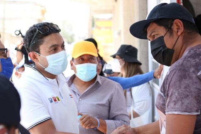 Firma Edgar Salomón convenio para pavimentar calle 5 de Mayo en San Juan Tuxco