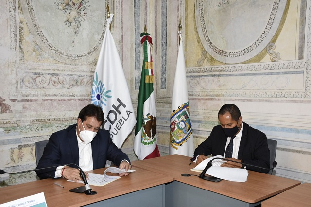 Convenio para capacitación firman Anáhuac Puebla y CDH Puebla
