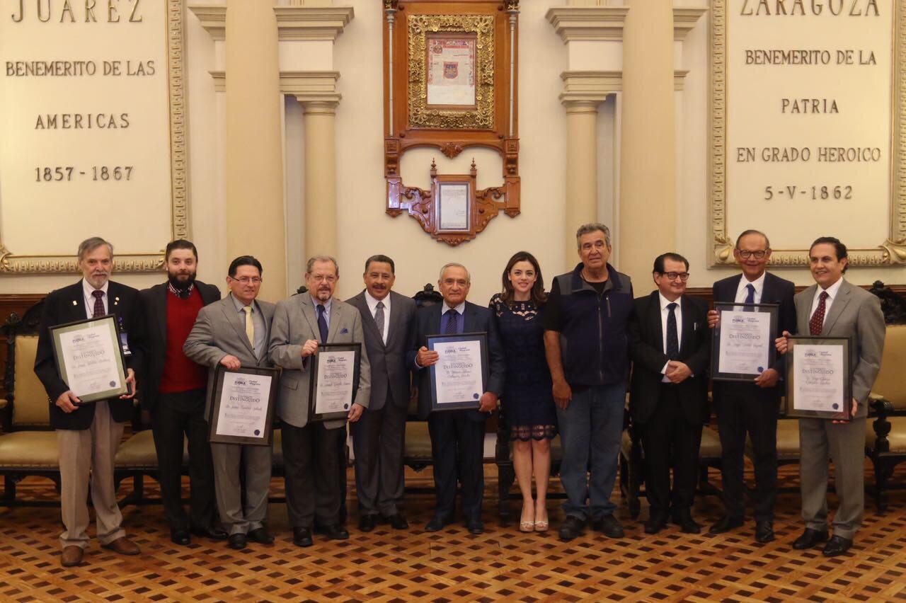 Reconocen a médicos como visitantes distinguidos en Puebla