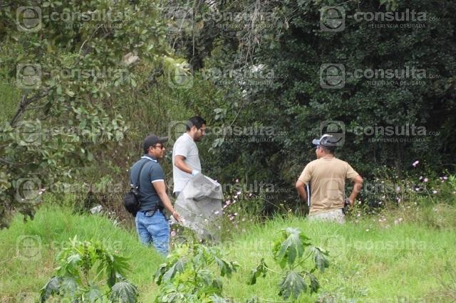 Sin brazo y con 21 cuchilladas hallan cuerpo en Xonacatepec