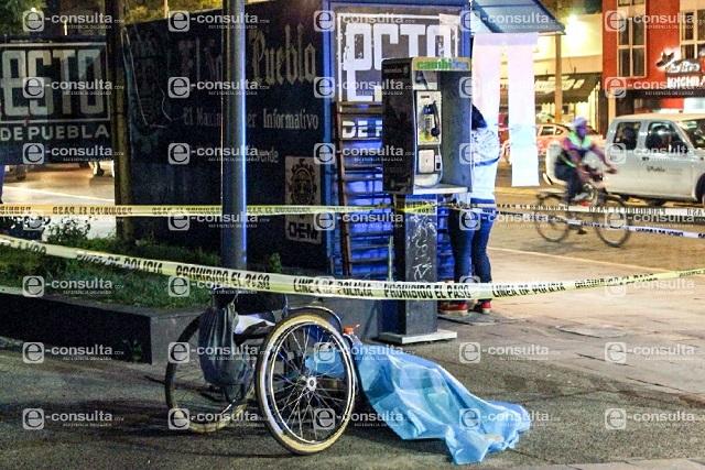 Muere junto a su silla de ruedas en el Paseo Bravo