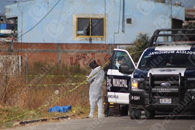 Hallan cadáver frente base de combis en Cuautlancingo