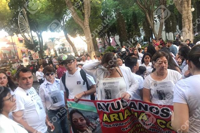 Protesta en zócalo de Puebla por desaparición de madre de familia
