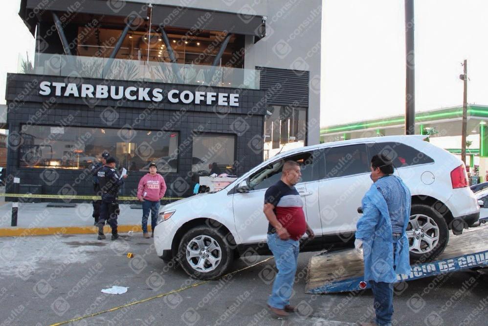 Matan a exmando de la PF frente a Starbucks en Puebla
