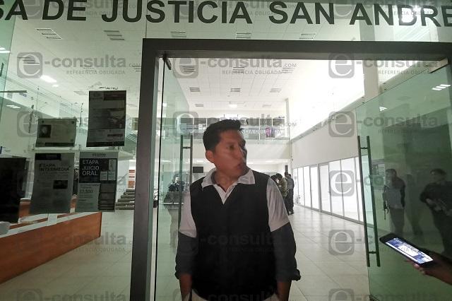 Sí fui preso político, dice Miguel López tras salir bajo caución